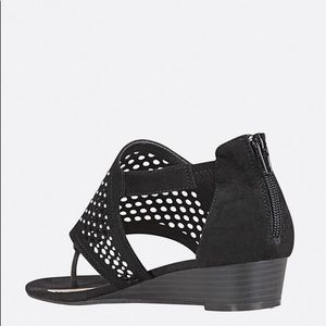 Beautiful sandals size 9